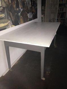 Dieser massive alte Tisch ist durch seine mit  den alten originalen Rollen versehenen Tischbeinen...,Retrotisch, Vintage-Fundstück, alter Küchentisch mit Schublade in Schleswig-Holstein - Kastorf