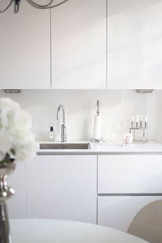 58 Beautiful Minimalist Interior Design Ideas https://www.futuristarchitecture.com/20053-minimalist-interior.html
