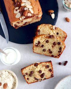 Perfect Lemon Ricotta Bundt Cake | Del's cooking twist French Chocolate, Mini Chocolate Chips, Chocolate Dipped, Chocolate Cake, Knead Bread Recipe, No Knead Bread, French Yogurt Cake, Almond Yogurt, Almond Flour