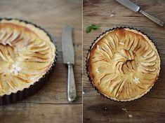 Alzacka tarta z jabłkami – White Plate Quiche, White Plates, Apple Pie, Sweets, Cooking, Recipes, Death, Food, Fancy