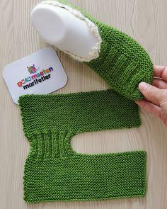 Easy Knit Christmas Slippers Free Knitting Pattern - Her Crochet Knitting Designs, Knitting Patterns Free, Free Knitting, Baby Knitting, Free Crochet, Knit Crochet, Two Needle Socks, Crochet Boots, Knitted Slippers