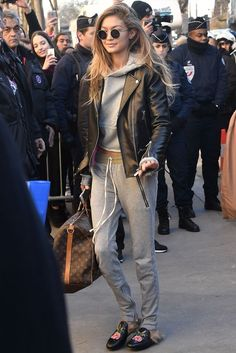 celebrity street style best outfits - Celebrity Style and Fashion Trends Fashion Mode, Look Fashion, Winter Fashion, Fashion Outfits, Womens Fashion, Fashion Tips, Fashion Trends, Latest Fashion, Fashion Weeks