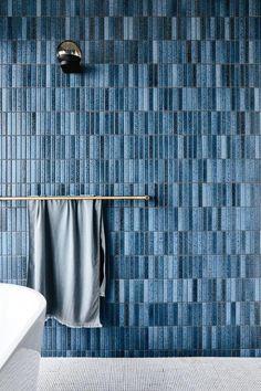 blue bathroom tile, vertical tile layout, shades of blue add depth of colour, Australian Interior Design Awards Australian Interior Design, Interior Design Awards, Bathroom Interior Design, Modern Interior Design, Interior Decorating, Interior Paint, Interior Ideas, Decorating Tips, Bad Inspiration