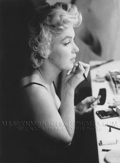 Rare Marilyn Monroe | Details about MARILYN MONROE in PRESHOW MAKEUP CHAIR 2RARE8x10 PHOTOS