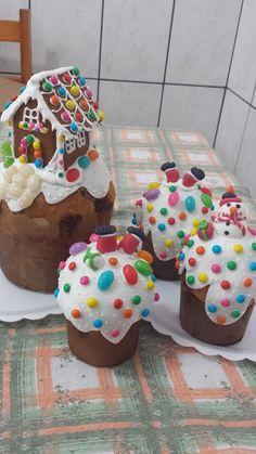 Panetones decorados Christmas Food Treats, Diy Christmas Gifts, Panettone Bread, Christmas Cupcakes Decoration, Cupcake Images, Pan Dulce, Cute Desserts, Mince Pies, Let Them Eat Cake