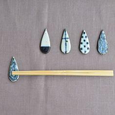 箸置き(雫) Chopstick Holder, Chopstick Rest, Japanese Chopsticks, Egg Holder, Japanese Aesthetic, Japan Design, Japanese Ceramics, Metal Detector, Ceramic Design