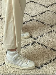 Dr Shoes, Swag Shoes, Hype Shoes, Me Too Shoes, Aesthetic Shoes, Beach Aesthetic, Vetement Fashion, Fresh Shoes, Pretty Shoes