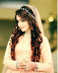 Gorgeous Wedding Hairstyles for Long Hair Pakistani Bridal Hairstyles, Pakistani Bridal Makeup, Bridal Mehndi Dresses, Indian Hairstyles, Bridal Outfits, Pakistani Hair Style, Open Hairstyles, Wedding Hairstyles For Long Hair, Bride Hairstyles