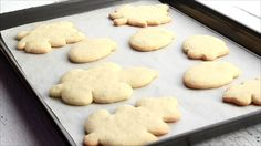 Do your sugar cookies spread when baked? Ever wonder why this happens? Here are a few tips that will help prevent your cookies from spreadding when baked.