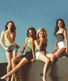 Troian Bellisairo, Shay Mitchell, Ashley Benson & Lucy Hale (Pretty Little Liars)