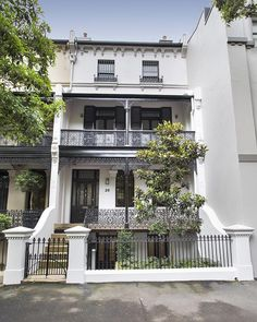 This magnificent, four-storey property is the last remaining private residence in the historic Pamela Terrace row. Australian Architecture, Australian Homes, Beautiful Architecture, Beautiful Buildings, Beautiful Homes, Architecture Design, Terrace House Exterior, Victorian Terrace House, Facade House