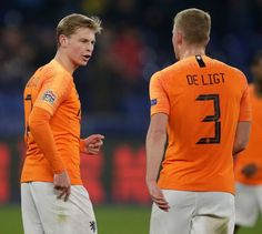 BARCELONA captain Lionel Messi has dropped a hint to his side that they should pursue Ajax duo Matthijs de Ligt and Frenkie de Jong. Girls Football Boots, Soccer Boys, Football Players, Football Moms, Skateboard Girl, World Football, Burton Snowboards, New York Jets, Surf Girls