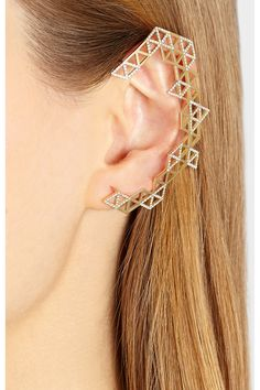 Lito - Izel geometric 14-karat gold with 0.85-carats of pavé diamonds ear cuff.