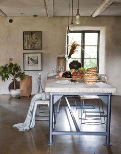 Köksinspiration: Betong och järn ger industriell känsla - Sköna hem House Beautiful, Beautiful Homes, Industrial Chic, Rustic Modern, Interior Design Kitchen, Table Furniture, Decoration, Country Living, Dining Rooms
