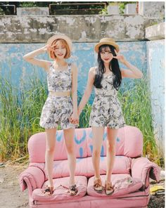 b0c11286a2e3d3 nice Popular fashion trend in Korea  Twin Look Dressing similarly with best  friends.
