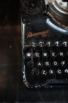 """This Ivy House - floorabella: """"Just making a lettre…"""" Thing 1, Ivy House, Vintage Typewriters, Asdf, Writing Workshop, Vintage Love, Vintage Style, Retro Vintage, Gentleman Style"""