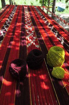 Tejidos de Catamarca. Más info en www.facebook.com/viajaportupais Southern Cone, Drake Passage, Textiles, Continents, South America, Places To Travel, Weaving, Fabrics, Colour