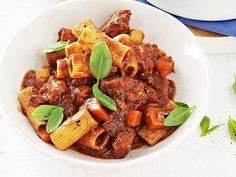 Slow-Cooked Beef Ragu with Rigatoni - Best Recipes Rigatoni Recipes, Pasta Recipes, Dinner Recipes, Game Recipes, Slow Cooker Recipes, Beef Recipes, Cooking Recipes, Cooking Tips, Chicken Recipes