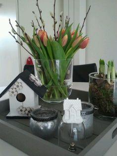 houten dienblad gedecoreert met bloemen etc.