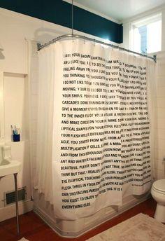 Das passt doch: Ein literarischer Duschvorhang.
