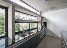 Twee moderne huizen op één smal stuk grond in Buenos Aires - Roomed