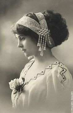 vintage photos of victorian women - - Yahoo Image Search Results Vintage Abbildungen, Images Vintage, Vintage Girls, Vintage Pictures, Vintage Photographs, Vintage Beauty, Vintage Postcards, Vintage Outfits, Vintage Woman