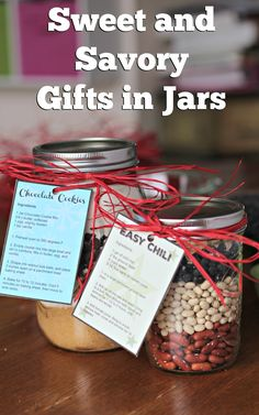 Instructions for 2 different gifts in jars, one sweet, one savory. Chocolate Cookies in a Jar and Easy Chili in a Jar plus printable instruction tags for both! Mason Jar Crafts, Mason Jar Diy, Jar Gifts, Food Gifts, Chocolate Recipes, Chocolate Cookies, Chocolate Gifts, Hot Chocolate, Mason Jar Mixes