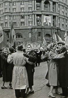 """""""Народные гуляния"""", фото ИТАР-ТАСС, 1958 год"""