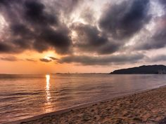 ( Morning Now at Hakata bay in Japan ) 23 May 5:54 新しい一日が始まった博多湾長垂(Nagatare)海岸です。雲が出てきました。