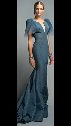 Not a good look for me on top, but love the color, fabric, and lines. This looks like a modern take on on the traditional Filipino formal dress - Maria Clara. By Zac Posen Zac Posen, Elegant Dresses, Pretty Dresses, Formal Dresses, Club Dresses, Style Haute Couture, Couture Fashion, Dress Fashion, Blue Evening Gowns