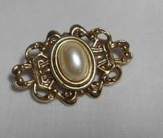 Oval Gold Pearl brooch, vintage gold tone, faux pearl center, Classic pearl…