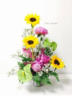 日本の花と南国の花を組み合わせたらこんな作品に。予想以上に楽しい組み合わせになりました。