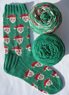 Cast on the proper number of sts and like magic, the santas will appear! Ravelry: Santa Claus self patterning sock yarn pattern pattern by Abigail Grasso Other patterns available too. Crochet Socks, Knitting Socks, Hand Knitting, Knit Crochet, Knit Socks, Yarn Projects, Knitting Projects, Crochet Projects, Knitting Patterns