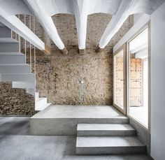 Reform of a House Between Walls | Leibal medianeras intervención #lowcost #madera