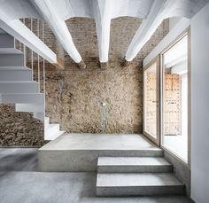 Rehabilitación de una casa entre medianeras en Sant Feliu de Llobregat / DataAE
