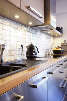 Instead of subway tiles, what they have done in this #kitchen is work with the natural shape of the brick, which then gives that #tiled effect.  Very clever
