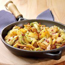 Bratkartoffelpfanne mit Spitzkohl