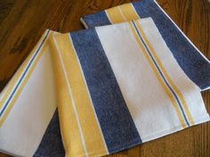 Yellow, blue and crisp white cotlin yarns woven into some Scandinavian inspired towels. Stripes woven in bright colors on a white b. Weaving Textiles, Weaving Patterns, Guest Towels, Tea Towels, Dish Towels, Loom Weaving, Hand Weaving, Yellow Towels, Weaving Projects