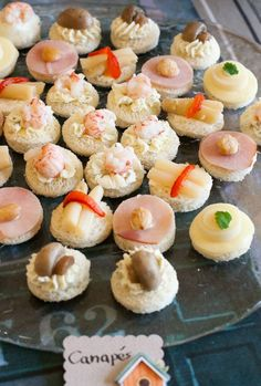 Canapés chilenos Gourmet Recipes, Appetizer Recipes, Appetizers, Healthy Recipes, My Favorite Food, Favorite Recipes, Party Platters, Tasty, Yummy Food
