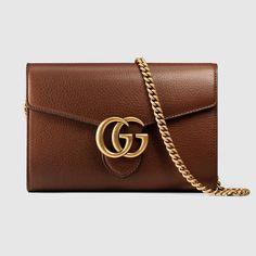 Portafoglio GG Marmont in pelle con catena
