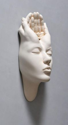 Johnson Tsang has created a new series of surreal porcelain sculpture that appears made from Silly Putty. Sculptures Céramiques, Art Sculpture, Sculpture Stand, Johnson Tsang, Art Fantaisiste, Unusual Art, Paperclay, Art Plastique, Ceramic Art
