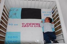 Lotte op haar eigen geboortekleed