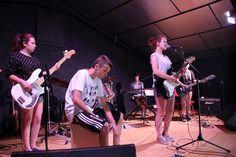 Guitares, basse, batterie, piano, cajon...  Toutes les informations sur la colo musique et cinéma Rock The Casbah sont sur notre site : http://toulouserock.blogspot.com/