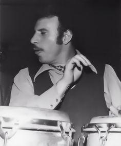 """Gilberto Miguel Calderón Cardona, conocido artísticamente como Joe Cuba (Nueva York, Estados Unidos, 22 de abril de 1931 - Ibídem, 15 de febrero de 2009) fue un cantante y percusionista de jazz latino estadounidense, de origen puertorriqueño, que recibió el apelativo de """"Padre del Boogaloo""""."""