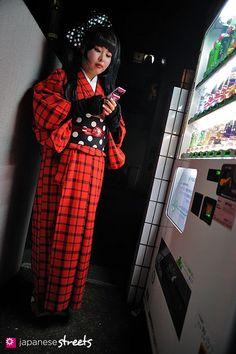 Miho (Misa)  harajuku, tokyo  WINTER 2012, girls  Kjeld Duits    BETWEEN JOBS, 19    Kimono – N/A  Obi – N/A