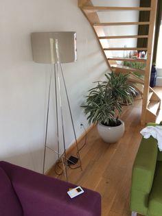 Vaas: Hoog 32cm diameter 42cm  Lamp: hoog 170cm diameter 41cm