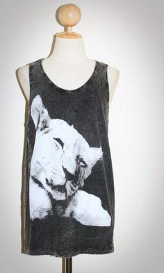 Sleeping Lioness Bleached Black Singlet Sleeveless Tank Top Women Art Indie Animal T-Shirt Size M