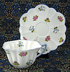 Shelley Cup and Saucer Stratford Shape Rose Pansy Forget-Me-Nots China Cups And Saucers, China Tea Cups, Teapots And Cups, Rose Tea, My Cup Of Tea, Chocolate Pots, Tea Cup Saucer, High Tea, Drinking Tea