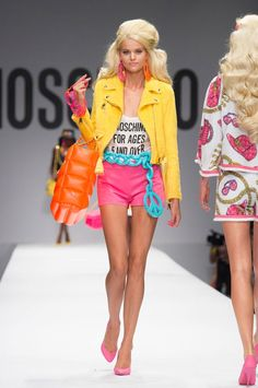 Jeremy Scott Created Barbie's Dream Collection at Moschino Pop Fashion, Runway Fashion, Fashion Models, High Fashion, Fashion Show, Fashion Design, Fashion Trends, Colorful Fashion, Moschino