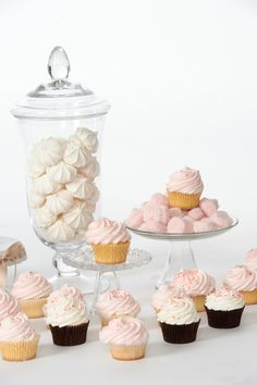 Cupcakes with Best Vanilla Frosting Best Frosting Recipe, Vanilla Frosting Recipes, Vanilla Buttercream, Buttercream Recipe, Just Desserts, Delicious Desserts, Yummy Food, Cupcakes Lindos, Cupcakes Decorados